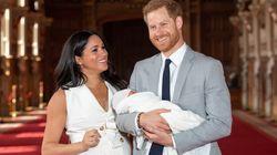 Η ιδιωτική βάπτιση του πρίγκιπα Αρτσι, οι νονοί και η απουσία της βασίλισσας