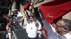 La Policía impide a ediles de Bildu y Geroa Bai desplegar una ikurriña durante el chupinazo de San