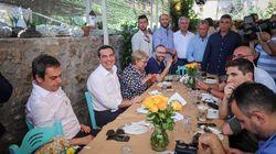 Με ουζάκι και μεζέδες το χαλαρό γεύμα των πολιτικών αρχηγών πριν τη μάχη της
