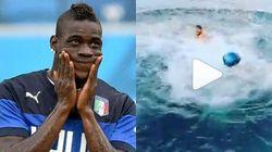Si tuffa in mare con il motorino e vince la scommessa con Balotelli: