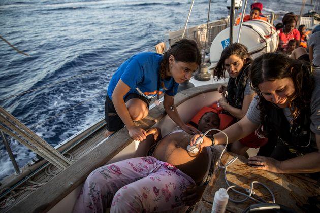 Ακόμη ένα πλοίο με διασωθέντες μετανάστες έδεσε χωρίς άδεια στο λιμάνι της