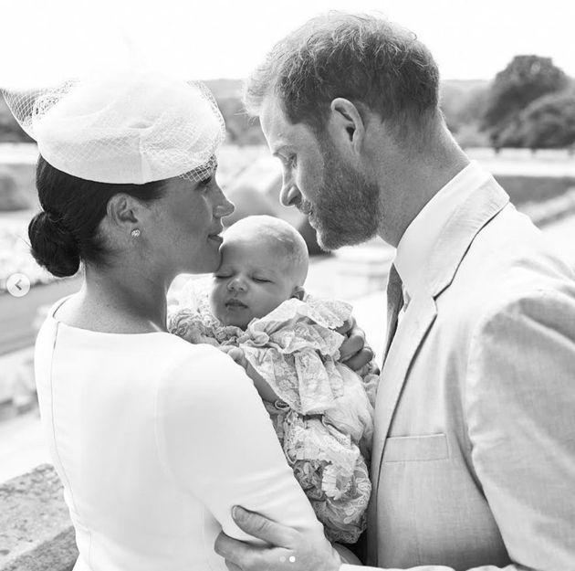 Archie, filho de príncipe britânico Harry e Meghan, é batizado em