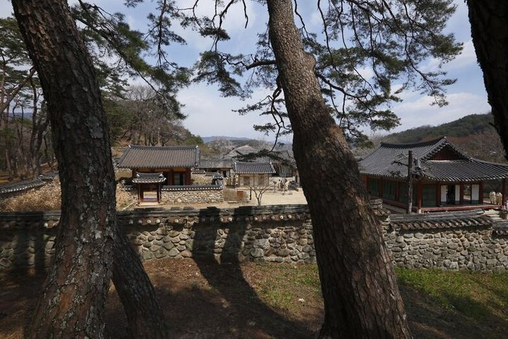 이번에 유네스코 세계유산에 등재된 서원중 건립연대가 가장 이른 경북 영주 소수서원. 1543년 조선 최초의 서원으로 세워졌다.문화재청 제공