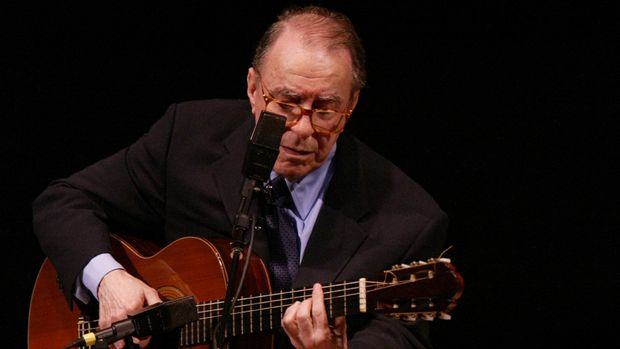 Brazilian composer Joao Gilberto performs at Carnegie Hall, Friday, June 18, 2004 in New York. (AP Photo/Mary Altaffer)
