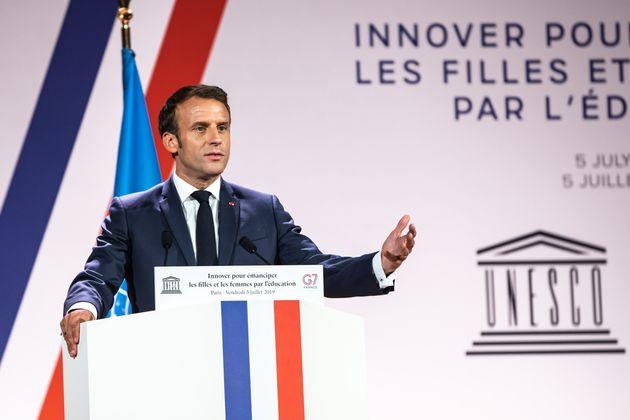 Sur sa page Facebook, Emmanuel Macron a eu une pensée pour les dizaines de femmes mortes sous...