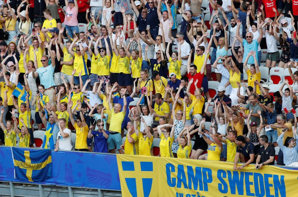 Mais de 1 milhão de ingressos foram comprados por fãs de futebol de todo o mundo, com muitos...