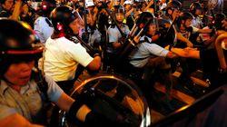 Συγκρούσεις με την αστυνομία στο Χονγκ Κονγκ μετά από μια νέα μεγάλη