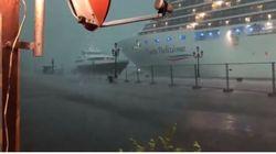 La nave mentre sfiora lo yacht a