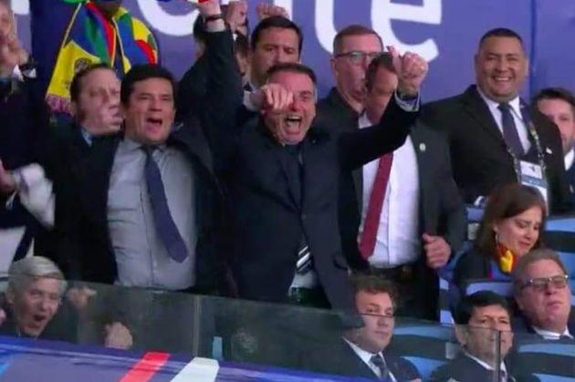 Bolsonaro acompanhou o jogo da seleção ao lado do ministro Sérgio
