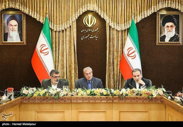이란이 7일 우라늄 농축 한도를 핵합의 수준보다 높이겠다며 국제사회에 핵합의 복귀를 촉구했다. 왼쪽부터 차례로 베흐루즈 카말반디 원자력청 대변인, 알리 라비에이 정부 대변인, 아바스...