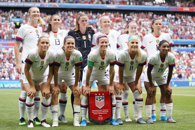 미국 대표팀은 역대 네 번째 월드컵 우승을 차지하며 세계 최강임을 다시 한 번 증명했다. 사진은 결승전에 앞서 미국 대표팀 선수들이 기념촬영을 하는 모습.리옹, 프랑스....