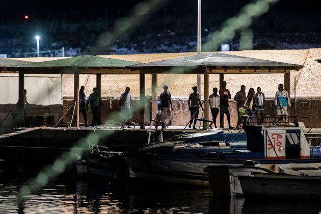 Sbarcati altri 19 migranti a Lampedusa, l'hotspot dell'isola in