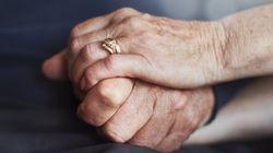 Chiama il 118 per il marito stroncato da un infarto, pochi minuti dopo muore anche