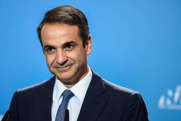 그리스의 새 총리에 취임할 중도우파 성향 미초타키스는 일자리 창출과 투자 유지 확대, 감세, 개혁 등을