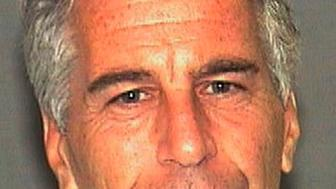 En esta imagen del 27 de julio de 2006 cortesía del departamento de policía del condado de Palm Beach, Florida, se ve a Jeffrey Epstein. (AP Foto/Palm Beach Sheriff's Office, Archivo)