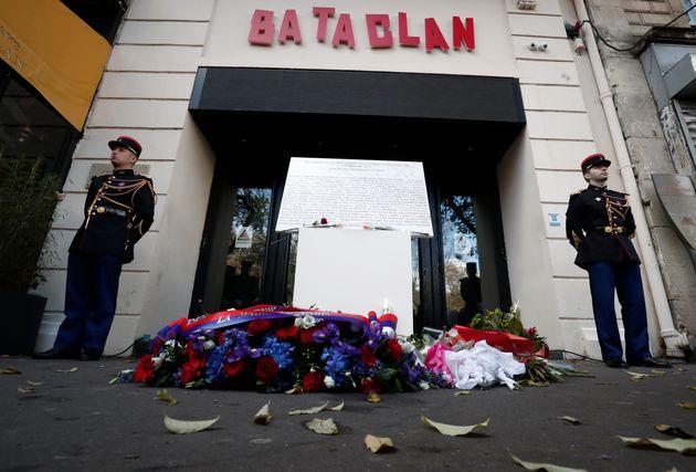 Cérémonie d'hommage devant le Bataclan à Paris le 13 novembre
