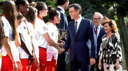 Pedro Sánchez recibe a la selección femenina de baloncesto: