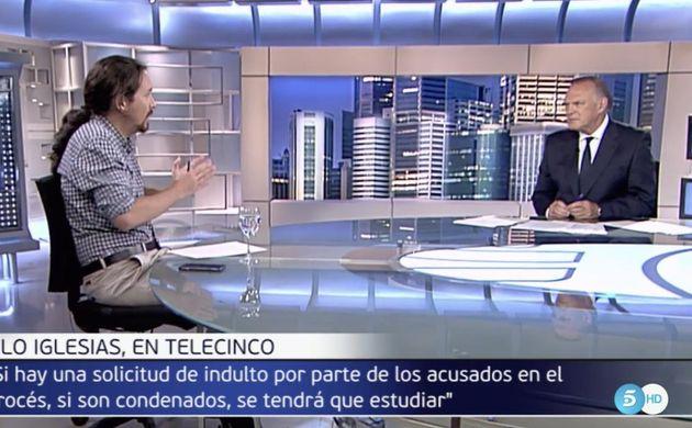 El corte de Pablo Iglesias a Pedro Piqueras en Informativos Telecinco: