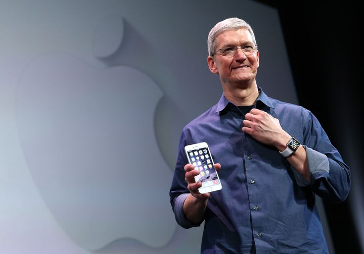 iPhone6を発表するティム・クック氏