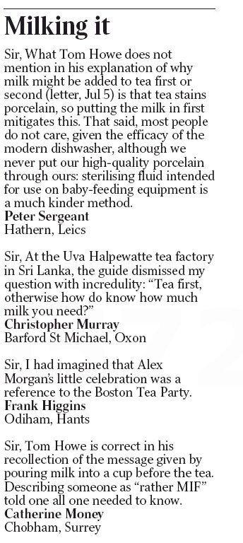 영국 신문 독자들이 '우유 먼저 vs 차 먼저' 논쟁을 벌이고