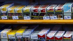 Sulle sigarette trova la foto della moglie morta anni prima: chiede 100 milioni di
