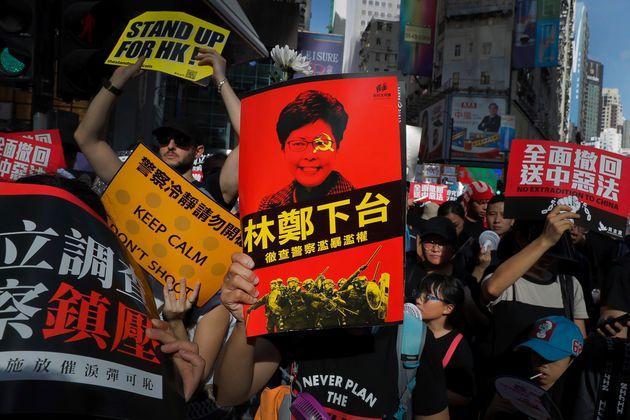 홍콩 행정장관이 '송환법은 죽었다'고 말했다. '철회'는 언급하지