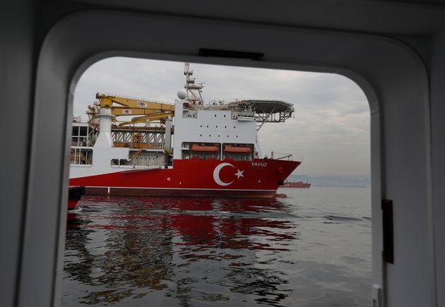 Ξεμένει από πλοία υποστήριξης το τουρκικό γεωτρύπανο