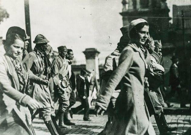 Pelo menos 72 mil mulheres participaram de forma significativa na Revolução Constitucionalista,...