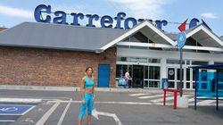 Carrefour s'excuse après des critiques sur la tenue vestimentaire d'une