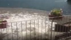 Lo spettacolo del mare di Posillipo diventa una chiazza marrone. La denuncia:
