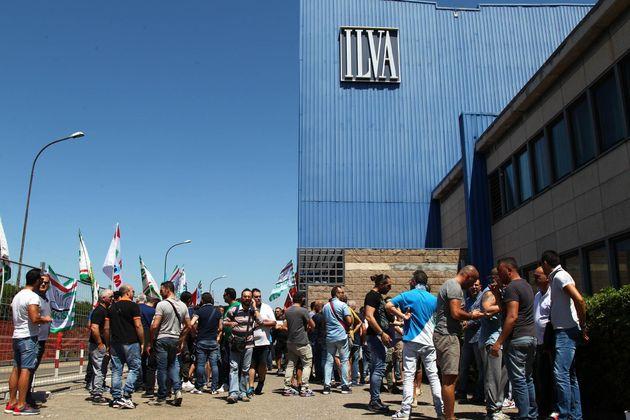 La procura spegne l'altoforno 2 dell'ex Ilva, mentre Di Maio e ArcelorMittal continuano a