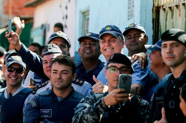 Presidente Jair Bolsonaro chegou a negociar um acordo para policiais, mas a negociação...