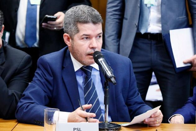 """""""O PSL é partido do governo. Quem elegeu sabia que elegeu com o Bolsonaro, que iria apoiar..."""