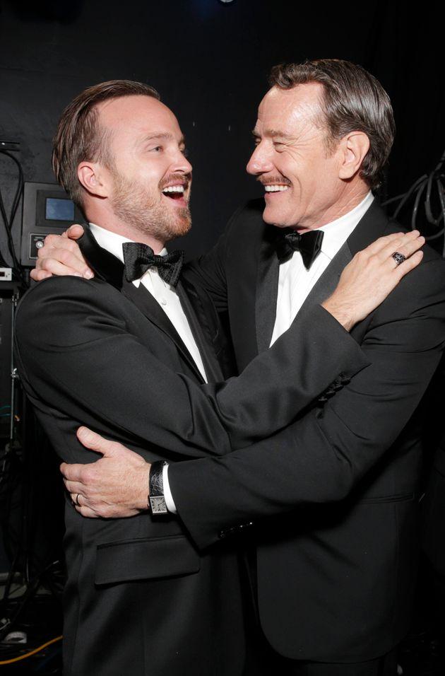 Photo d'archives d'Aaron Paul (à gauche) et de Bryan Cranston aux Emmy Awards, à Los