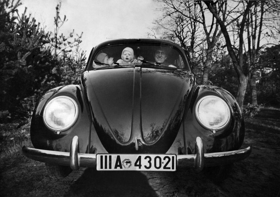 1940년경 독일에서 찍은 폭스바겐 최초 모델.