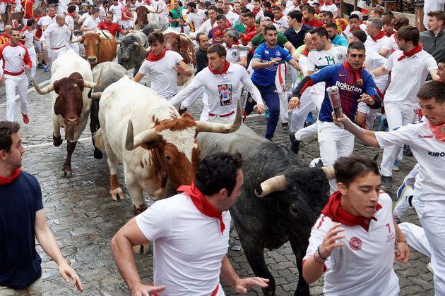 Los peligrosos toros de Jandilla protagonizan un cuarto encierro rápido y limpio en