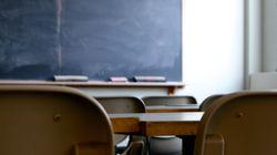 Baci e sms equivoci ad alunno di 10 anni: sospesa un'insegnante a