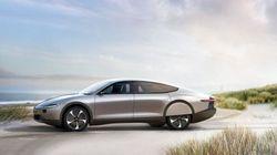 Ολλανδική εταιρεία κατασκεύασε το πρώτο αυτοκίνητο που «γεμίζει» με ηλιακή