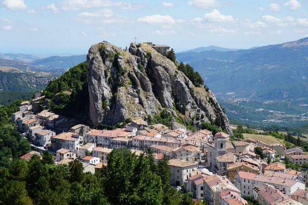 Le storie stupefacenti di un'altra Italia, che non ci
