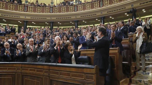 66 diputados del PSOE que se abstuvieron con Rajoy piden al PP
