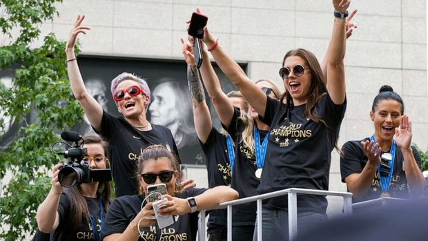 US women's soccer team celebrate at New York City ticker-tape parade (ABC News)