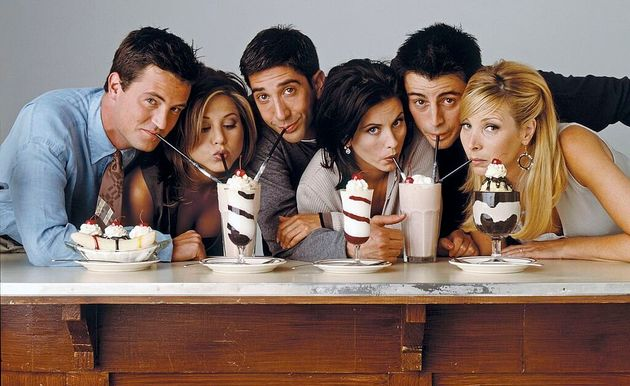 Matthew Perry, Jennifer Aniston, David Schwimmer, Courteney Cox, Matt LeBlanc e Lisa Kudrow como os amigos...