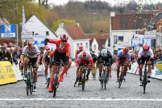 Cees Bol, el crío que se enamoró del ciclismo entrenando con el equipo de su hermana, el último en la...
