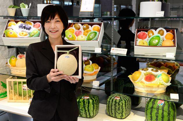 Melão a preço de carro: Conheça o luxuoso mercado de frutas no