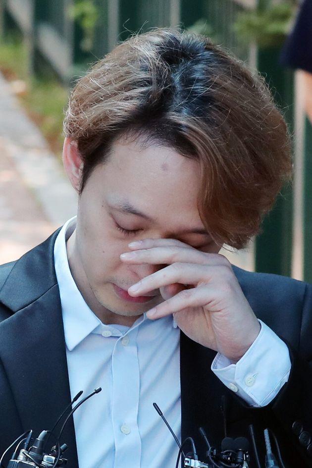 박유천이 MBC 출연 정지 명단에 올랐다. KBS와 SBS는 어떤 조치를