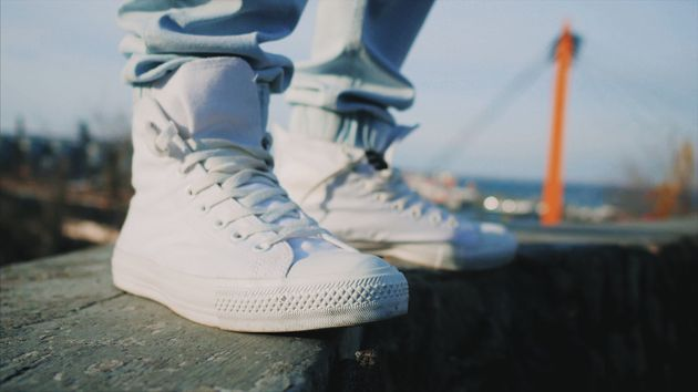 La técnica casera viral para limpiar zapatillas