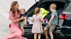 Un picnic sul babagliaio insieme a mamma Kate. I royal baby spensierati al polo