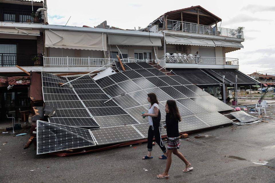 Νεκροί, δεκάδες τραυματίες και ανυπολόγιστες ζημιές από τη φονική καταιγίδα στη