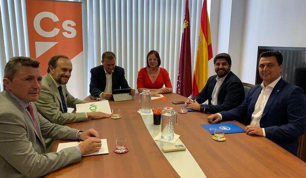 Vox renuncia a ocupar cargos en el Gobierno de Murcia; el acuerdo con PP y Cs, más