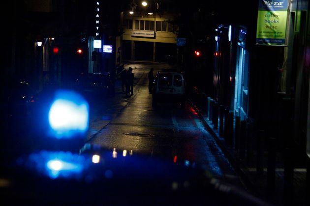 Επίθεση εναντίον αστυνομικών έξω από το αστυνομικό τμήμα